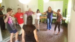 μαθήματα παραδοσιακών χορών στο Σχολείο μας στην Κρήτη