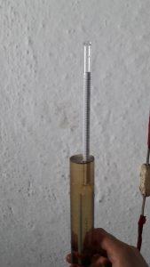Κατά τη διάρκεια της απόσταξης γίνονται μετρήσεις σχετικά με την περιεκτικότητα του αλκοόλ στο απόσταγμα και η καθαρότητα του.