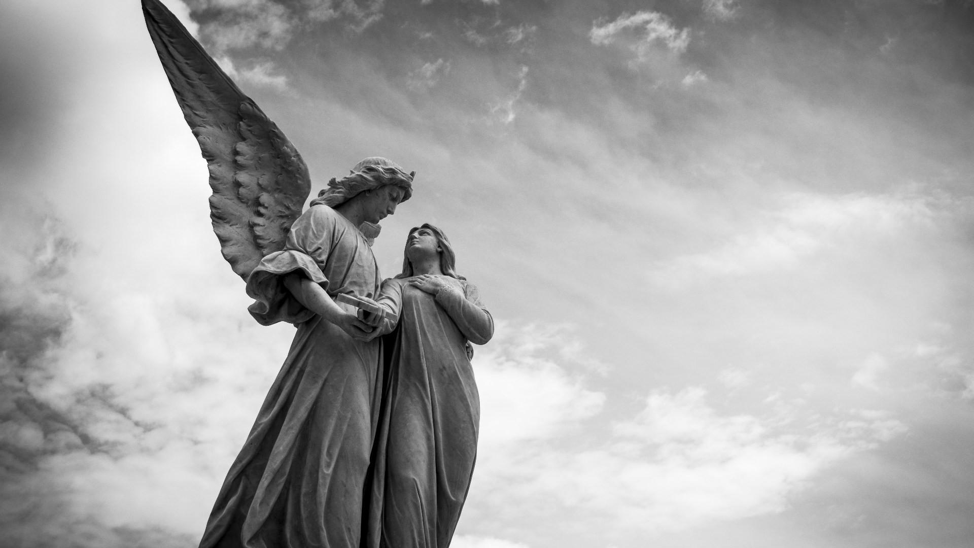 """Οι Λέξεις Ταξιδεύουν – Η λέξη """"άγγελος"""" σε 13 γλώσσες"""